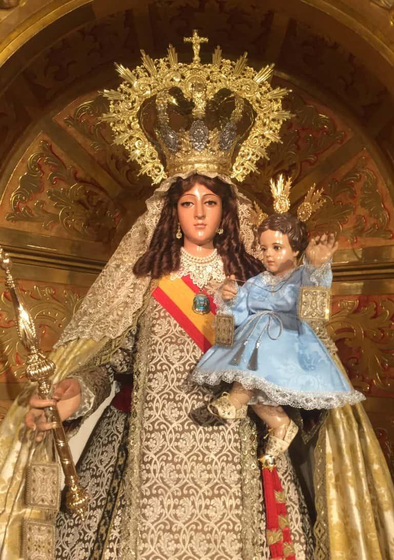 La Santísima Virgen del Carmen Coronada ataviada para la Festividad de la Inmaculada
