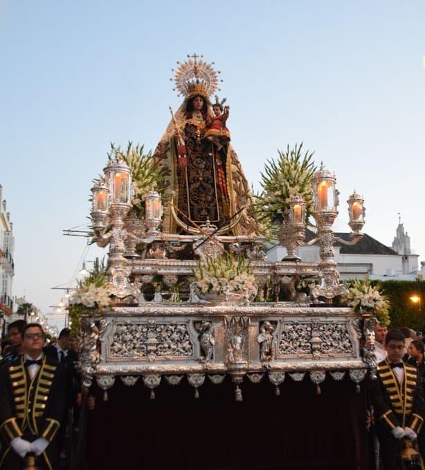 La Virgen del Carmen en su paso