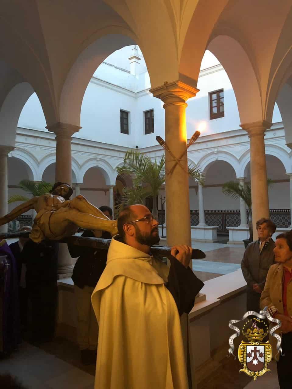 El Santísimo Cristo de la Salud recorrió el interior del Carmen en Via Crucis